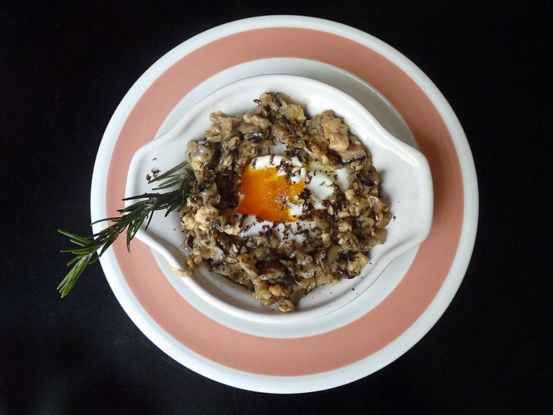 receta patxi sánchez huevo roto con revuelto de setas y trufa rallada gastrobar moka
